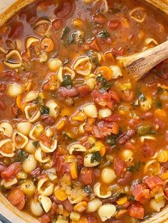 Minestrone soup is a healthy soup recipe with beans, pasta, vegetables that simmers in a tomato sauce vegetable broth base. Bean And Vegetable Soup, Homemade Vegetable Soups, Vegetable Soup Recipes, Veggie Soup, Homemade Soup, Italian Vegetable Soup, Italian Soup, Hearty Soup Recipes, Vegetarian Recipes
