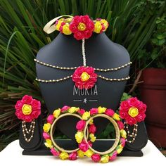 Flower Jewellery For Mehndi, Fancy Jewellery, Gold Jewellery Design, Flower Jewelry, Silk Thread Bangles Design, Gold Chain Design, Jewelry Design Earrings, Bridal Jewelry Sets, Jewelry Patterns