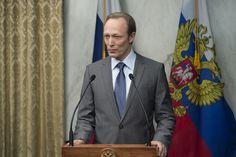 Lars Mikkelsen as Viktor Petrov ✨
