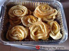 Εύκολα ρολάκια με μαρμελάδα #sintagespareas Greek Recipes, Cinnamon Rolls, Apple Pie, Food To Make, Main Dishes, Garlic, Brunch, Vegetables, Cooking