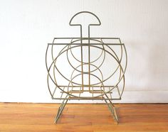 Art deco magazine rack holder with geometric curved design Danish Modern, Mid-century Modern, Antique Furniture, Magazine Rack, Art Deco, Mid Century, Spaces, Retro, Live