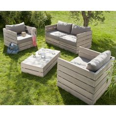 Outdoor furniture (out of pallets?) Neat idea love it