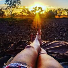 I don't think that there is any better way to wake up than in a swag in the middle of Australia with an amazing sunrise. 😍 // Es gibt keine schönere Art in Australien zu übernachten. Ways To Wake Up, Western Australia, Sunrise, Travel Photography, Swag, Middle, Wanderlust, Memories, Amazing