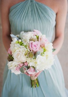 Love the pastel tones and softness of this bouquet