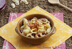 Le Orecchiette con Zucca, Cipolla e Pancetta sono un delizioso primo piatto dal sapore autunnale! Il sapore dolce della zucca si sposa benissimo con quello