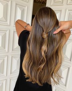 Projeto Along Hair – Recupere em 30 dias Brown Hair Balayage, Hair Highlights, Blonde Hair, Hair Inspo, Hair Inspiration, Lola Hair, Deep Brown Hair, Natural Hair Styles, Long Hair Styles