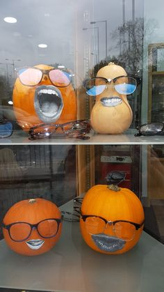Visual Merchandising Displays, Visual Display, Autumn Display, Halloween Eyes, Retail Store Design, Bakery Design, Frame Display, Window Design, Colorful Decor