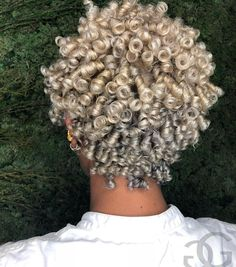 Cute short curly wigs for black women lace front wigs human hair wigs. Click picture to see Pelo Natural, Natural Hair Tips, Natural Hair Inspiration, Natural Curls, Natural Hair Styles, Dyed Natural Hair, Short Curly Hair, Short Hair Cuts, Curly Hair Styles