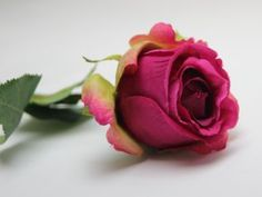 Umělá luxusní květina, poupě růže - tmavě růžová