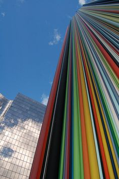 Cheminée Moretti, La Défense, Paris. A modern work of art, made by Raymond Moretti, 32 meters high and consisting of hundreds of colored tubes.