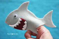 This felt shark finger puppet is completely harmless - and kid friendly too! All you need to do is click on the image, print out the template and cut the pieces from felt.