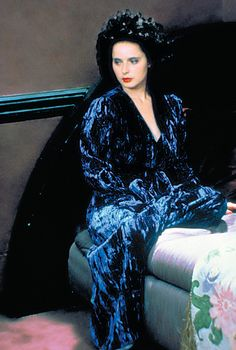 Isabella Rossellini in Blue Velvet Directed by David Lynch. Costume Design by Patricia Norris Isabella Rossellini, Twin Peaks, Blue Velvet Movie, Nine Out Of Ten, David Lynch Movies, Swedish Actresses, Italian Actress, Glamour, Halloween