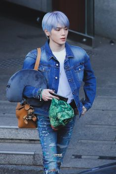 he's isn't Jack Frost, he's Lee Taeyong Lee Taeyong, Nct 127, Popular People, Flower Boys, Airport Style, Jack Frost, Jaehyun, Nct Dream, Boy Groups