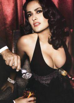 Salma Hayek was born on September in the oil boomtown of Coatzacoalcos, Mexico. Beautiful Celebrities, Beautiful Actresses, Beautiful Women, Frida Movie, Salma Hayek Body, Salma Hayek Pictures, Jolie Photo, Jennifer Aniston, Hollywood Actresses