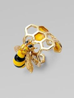 Delfina Delettrez Honeycomb Bee Ring would be super cute in silver. Bee Jewelry, Insect Jewelry, Animal Jewelry, Jewelry Accessories, Jewelry Design, Unique Jewelry, Jewellery, Bee Ring, Ring Verlobung