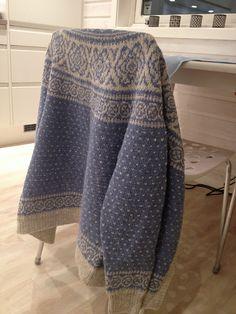 Ravelry: Vinterrosekofte pattern by Wenche Roald
