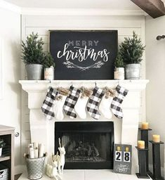 Stunning christmas mantel decorating ideas on a budget (27)
