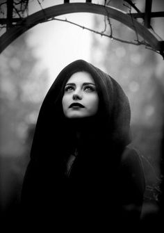 Find images and videos about beautiful, beauty and black and white on We Heart It - the app to get lost in what you love. Dark Beauty, Goth Beauty, Halloween Photography, Fantasy Photography, Portrait Photography, Halloween Fotografie, Witch Aesthetic, Halloween Photos, Halloween 2019