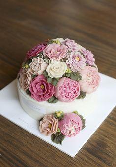 https://www.instagram.com/bomnalcake/ #wedding #weddingcake #yum #tasty #Flowercake, #cake, #peony, #dessert, #food, #birthdaycake, #buttercreamcake, #buttercream, #flower, #butterflower,