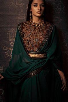 18 ideas for wedding indian wear tarun tahiliani Ethnic Fashion, Asian Fashion, Look Fashion, Tokyo Fashion, India Fashion, Fashion Goth, Fashion Black, Street Fashion, Tarun Tahiliani