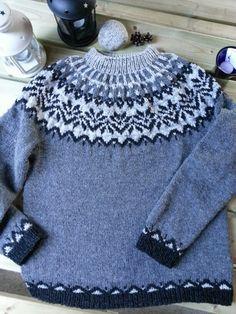 Fair Isle Knitting, Knitting Yarn, Free Knitting, Knitting Designs, Knitting Patterns, Icelandic Sweaters, Fair Isle Pattern, Knitting For Kids, Girls Sweaters
