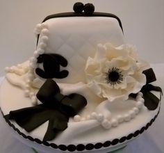 Do you feel 'Audrey Hepburn' here? Fondant Cakes, Cupcake Cakes, Cake Fondant, 3d Cakes, Fondant Figures, Beautiful Cakes, Amazing Cakes, Camo Wedding Cakes, Fancy Cakes