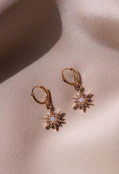 Gold Heart Stud Earrings/ Minimalist Earrings/ Heart Earrings/ Rose Gold Earrings/ Gift for Her/ Dainty Earrings/ Graduation Gift - Fine Jewelry Ideas Ear Jewelry, Dainty Jewelry, Cute Jewelry, Boho Jewelry, Jewelry Accessories, Jewelry Necklaces, Women Jewelry, Fashion Jewelry, Bridal Jewellery