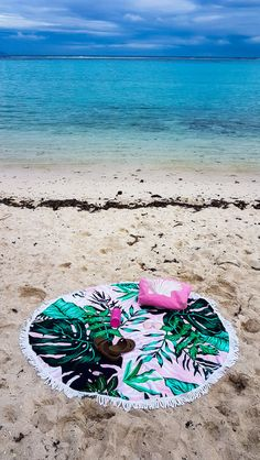 Travelling to a tropical island can be a relaxing getaway, or it can be a nightmare if you forget to pack the essentials. Here is a list of what to pack. What To Pack, Packing Tips For Travel, Beach Day, Travelling, Road Trip, Outdoor Blanket, Forget, Essentials, Tropical