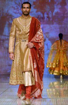 Tarun Tahiliani opened the first show of BMW Indian Bridal Fashion Week and as always his collection was breathtaking. Indian Men Fashion, Indian Bridal Fashion, Bridal Fashion Week, India Fashion, New Fashion, Groom Fashion, Sherwani Groom, Wedding Sherwani, Punjabi Wedding