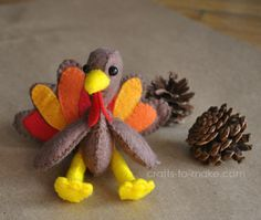So cute! Make your own turkey softies as toys, decorations, or ornaments. Free printable pattern.