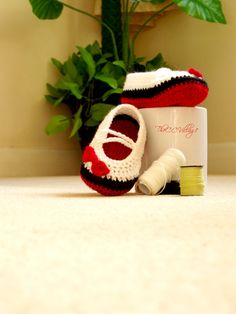 Crochet baby shoes for girl With red bow black and by TheCCVillage, £7.00