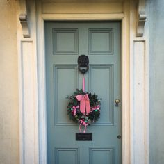 Fun vintage Christmas wreath on Oval Room Blue front door #farrowandball