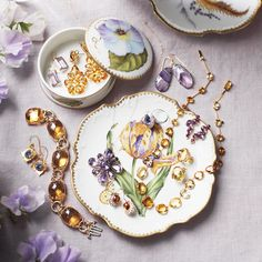 Need insurance for your family heirlooms, including memorabilia, photos, or other valuables? Here, experts advice on policies and what you need to know. What Is It Called, Your Family, Art Pieces, Martha Stewart, Household Tips, Interesting Facts, Cake Recipes, Coaching
