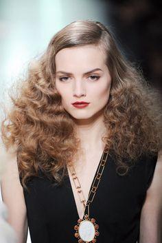 Bottega Veneta 2013 runway look Black And White Colour, Grow Hair, Hair Trends, My Hair, Curly Hair Styles, Beautiful People, Hair Makeup, Make Up, Glamour