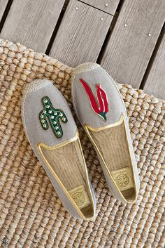 A perfect mismatch: Our Santa Fe Espadrille puts a playful spin on the tomboyish classic with this dare-to-be-different pair. Each shoe is made from linen, with metallic-leather trim, ropy jute and a                                                                                                                                                       More