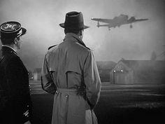 """Casablanca"" (Michael Curtiz, 1942) Casablanca Film, Classic Hollywood, Old Hollywood, Hollywood Icons, Hollywood Studios, Humphrey Bogart Casablanca, Bogart And Bacall, The Blues Brothers, Films Cinema"