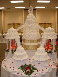 Cool Wedding Cakes and Fancy Cakes Large Wedding Cakes, Extravagant Wedding Cakes, Wedding Cake Photos, Amazing Wedding Cakes, Elegant Wedding Cakes, Elegant Cakes, Wedding Cake Designs, Wedding Cake Toppers, Amazing Cakes