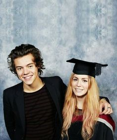 Harry Styles went to his older sister Gemma's graduation!