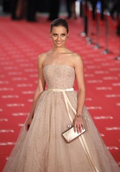 Michelle Jenner Photos - Michelle Jenner arrives to Goya Cinema Awards 2012 ceremony, at the Palacio Municipal de Congresos on February 2012 in Madrid, Spain. Non White Wedding Dresses, Jenner Photos, Spanish Actress, Strapless Dress Formal, Formal Dresses, Blush Pink, Ball Gowns, Awards, Cinema