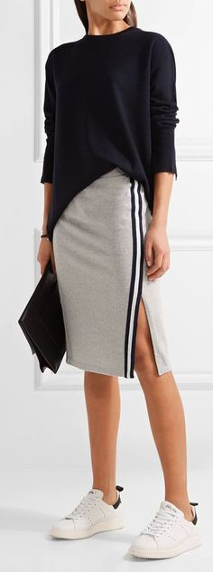 Summer has come, we have top stylish women's streetwear and Athleisure Outfits that will be perfect and cool on this summer. Layering is amazing for virtually any circumstance. To me, the gre… Mode Monochrome, Streetwear, Pullover Outfit, Sweatpants Outfit, Summer Outfits, Casual Outfits, Look Fashion, Womens Fashion, Sporty Fashion