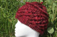 Bonnet Rouge profond à torsades tricoté main de la boutique CedrikOttemin sur Etsy