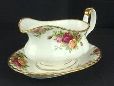 Royal Albert Old Country Roses Gravy / Sauce Boat and Stand  VGC
