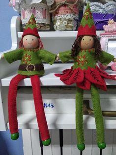 The Gil House: Duendes navideños de fieltro. Elf On The Shelf, Christmas Ornaments, Holiday Decor, House, Home Decor, Elves, Xmas, Manualidades, Bricolage