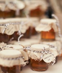 Jars of honey wrapped in burlap made sweet wedding favors! {Photography by Verdi}