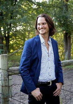 """Tim Foust- a capella country group Home Free. Bass """"player"""" with a range of nearly five octaves, such as a LOW F Best bass singer EVER! Home Free Music, Home Free Band, Home Free Vocal Band, Music Tv, Music Stuff, Music Bands, Easy Listening, Pentatonix, Raining Men"""
