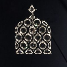 Brooches Jewels : An exquisite diamond brooch by Bhagat. Now on display at Grand Palais in Paris. High Jewelry, Modern Jewelry, Jewelry Art, Antique Jewelry, Fashion Jewelry, Jewelry Ideas, Ruby And Diamond Necklace, Diamond Brooch, Art Deco Diamond