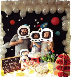Planning an astronaut space party Birthday party time has come again. Henry told me in February that he wanted an astronaut party. 2nd Birthday Party Themes, 1st Boy Birthday, Boy Birthday Parties, Birthday Party Decorations, Party Themes For Kids, Party Ideas, Space Baby Shower, Astronaut Party, Festa Toy Story