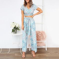 V-Neck Short-Sleeved Slinky + Nine-Sleeve Trousers Two Piece Set – Ratecute Trendy Suits, Stitching Dresses, Cropped Trousers, Latest Dress, Jumpsuits For Women, Fashion Outfits, Womens Fashion, Two Piece Skirt Set, Clothes For Women
