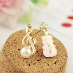I find this Sweet Music Note Pearl Guitar Lovely Diamond Asymmetrical Earrings for long time~! At last I found it from AtWish.com.