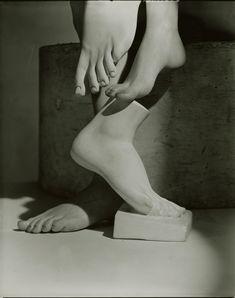 Horst P. Horst: Barefoot Beauty (variant), 1941